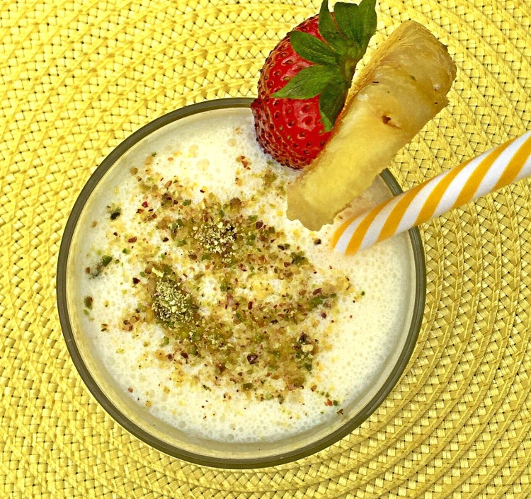 Healthy Pina Colada Breakfast Smoothie with Oats
