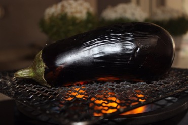 Smoking an Aubergine on a gas stovetop