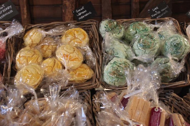 Large flavoured meringues