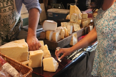Selecting fresh cheeses